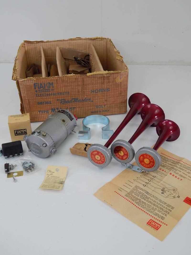 Ferrari 250 275 Fiamm Roadmaster 1960s Horn Set
